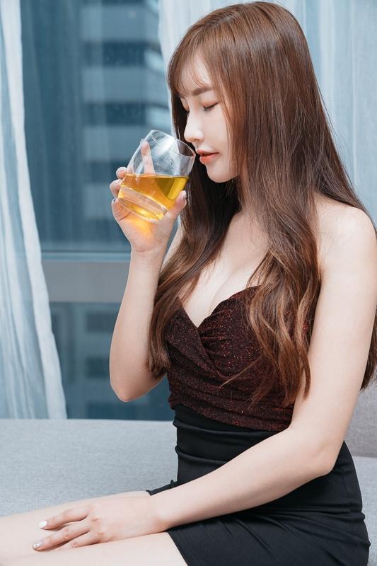 chichi yen endorses Plum wine006 嚴琪琪代言上星梅酒